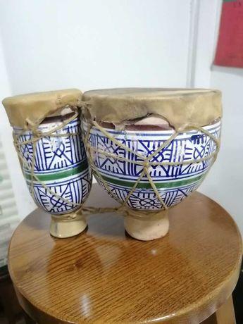 Tambor djambé duplo em cerâmica e pele