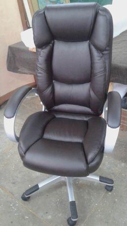 Перетяжка стульев , диванов, кресел ,уголков и любой мебели