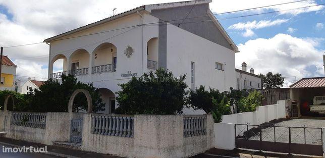 Moradia T4 com loja, Gomes Aires-Almodôvar