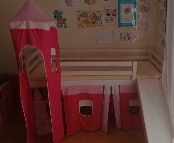 Łóżko dla dziewczynki że zjeżdżalnią