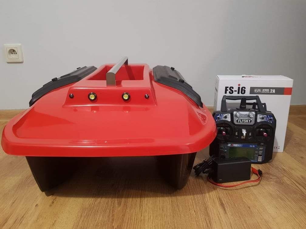 Łódka zanętowa z aparaturą Fly Sky