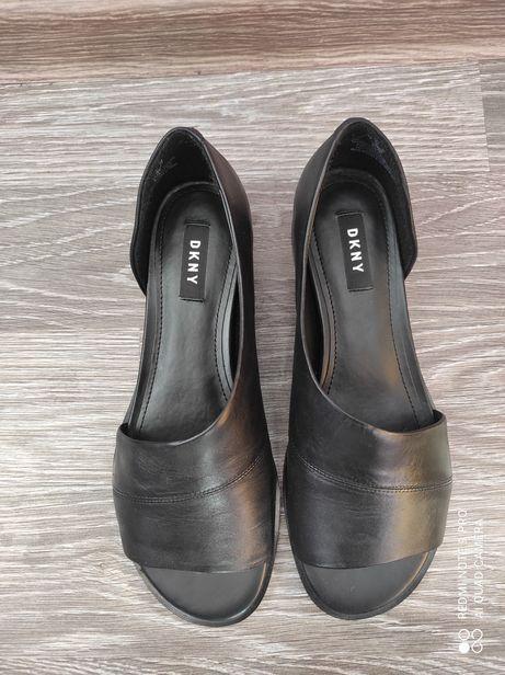 Кожаные туфли DKNY размер 8 на ногу 24.5-25см
