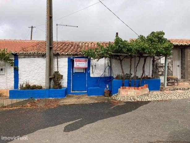 Casa de campo tipicamente Alentejana com 50.5 m2 situado perto de Almo