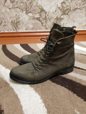 Демисезонные кожаные ботинки 40 размер