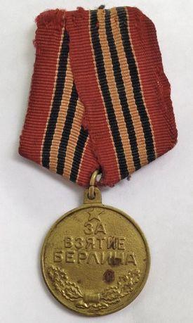 Medalha referente à captura de Berlim.Documento histórico. Antiguidade