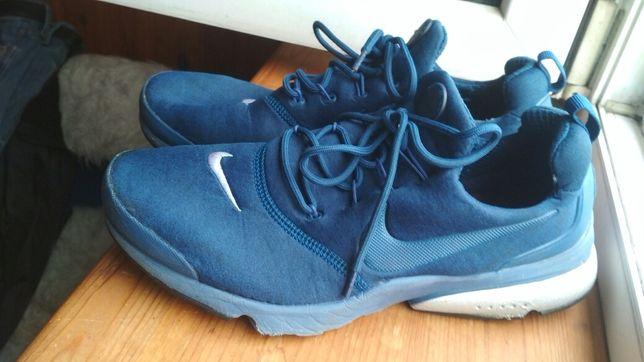 Продам кроссовки Nike.
