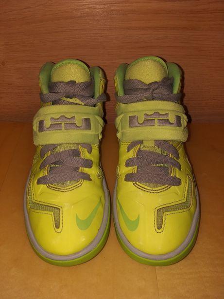 Buty sportowe, koszykówka, firmy NIKE LeBron rozm. 31,5