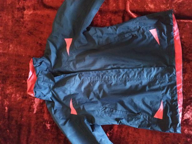Женская курточка в спортивном стиле ветровка