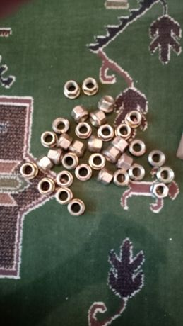 nakrętki tylnego koła ursus c360,c355,c4011, nowe 4 zł sztuka