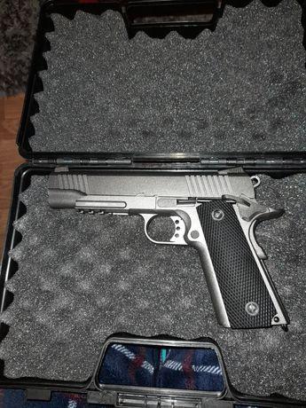 Pistola de airsoft