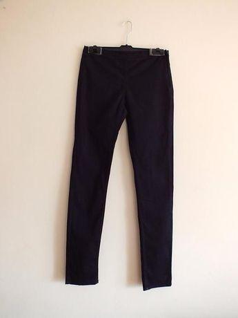 czarne spodnie rurki dopasowane suwak z boku eleganckie H&M garniturow