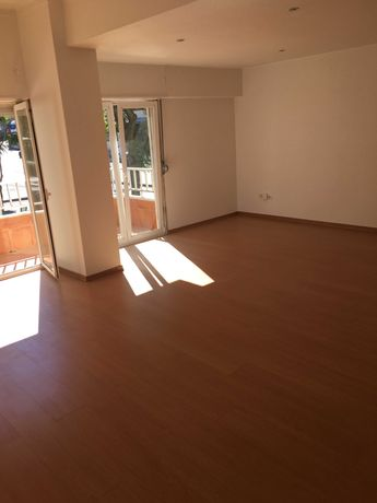 Apartamento renovado no centro de Carnaxide