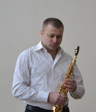 Саксофонист. Музыкальное поздравление для женщин.