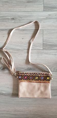 Mała jasno różowa torebka