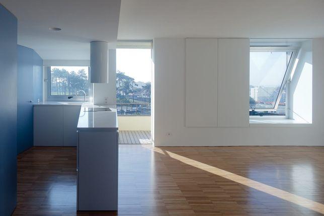 Apartamento T3 para arrendar em Aldoar, remodelado e com vista mar