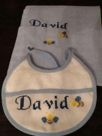 Conjuntos Babete e Fralda para Bebé-Bordados à mão - portes incluídos