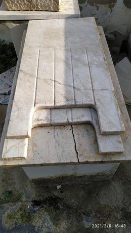 Bancada de cozinha em mármore antigo