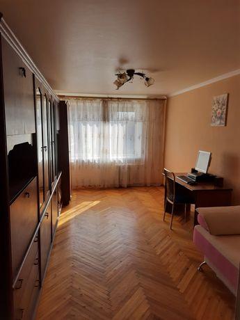Продам 2-х кімнатну квартиру в центрі