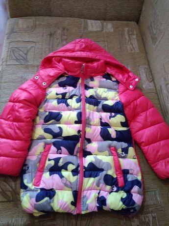Продаю осеннюю куртку на девочку .