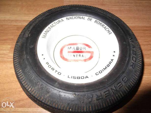 Cinzeiro Mabor em loiça com pneu