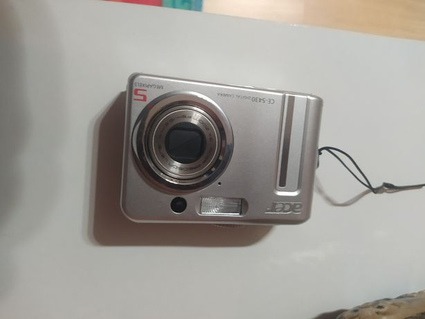 Máquina fotográfica Acer  em estado imaculado
