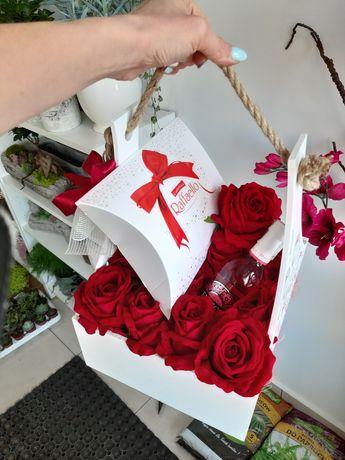 Flowerbox skrzynka z welurowymi różami wysokiej jakości i czekoladkami