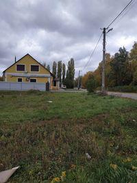 Земельный участок  рядом с остановкой троллейбуса .
