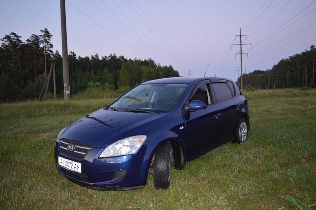 Продам свой автомобиль KIA ceed 2008