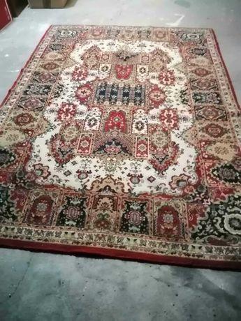 Carpete antiga em pura lã virgem de Estremoz. Em bom estado.
