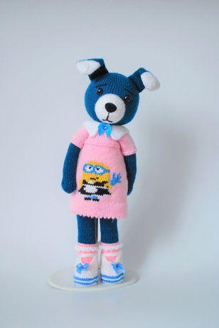 Piesek maskotka zrobiona na drutach - zamiast lalki
