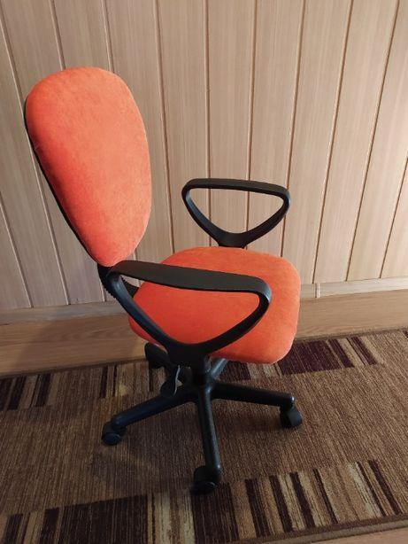 biurowe krzesło obrotowe