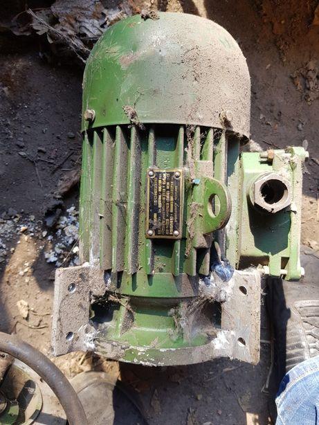Двигатель асинхронный ДР90SA2