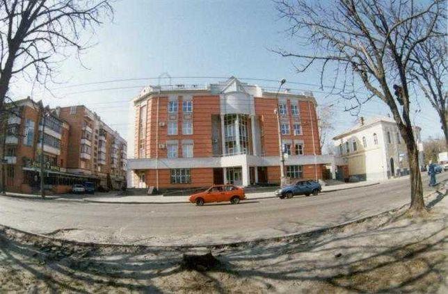 Самый центр города, 3 комнатная, улутшенной планировки. Кирпич.