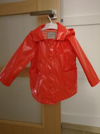 Pomarańczowy płaszcz przeciwdeszczowy