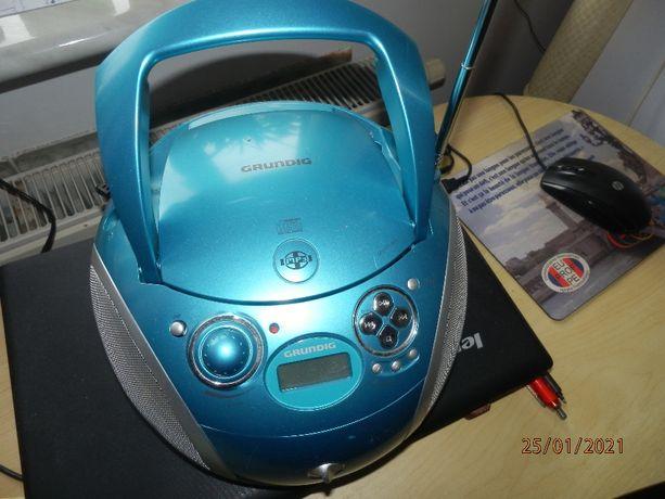 Radioodtwarzacz CD i z wejściem USB Grundig
