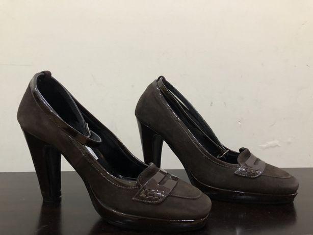 Sapatos camurça e verniz castanhos