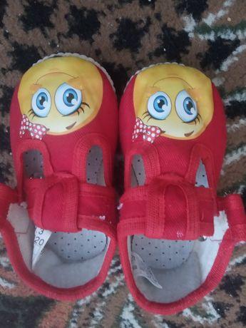Дитячі тапочки для дівчинки