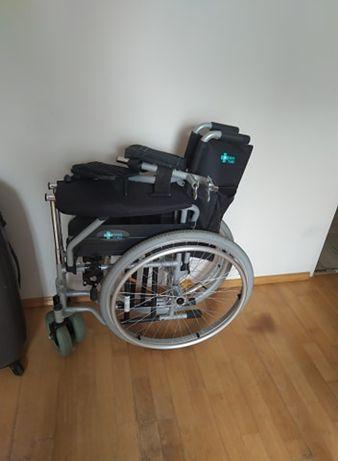 Wózek inwalidzki, chodzik-balkonik oraz krzesło prysznicowe - sprzedam