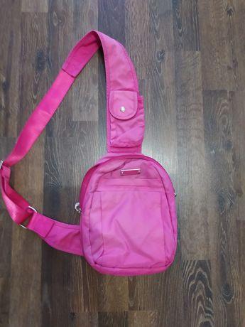Розовая сумка-бананка