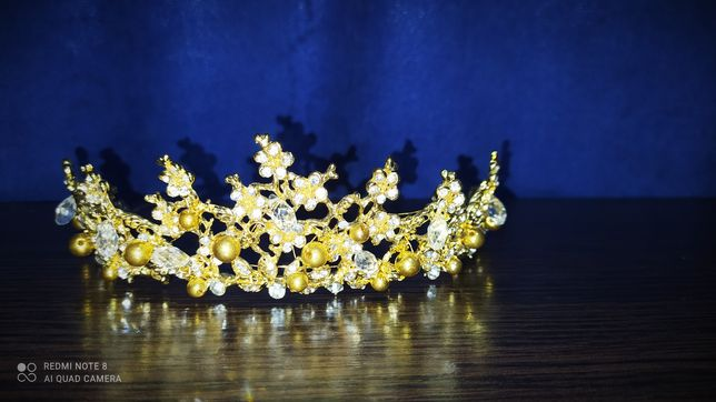 Продам корону . Очень красиво смотрится