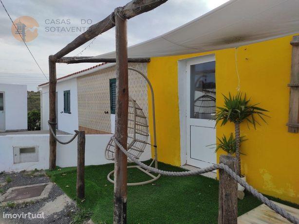 Casa Térrea Com Alpendre - No Centro Da Aldeia Do Vale Do...