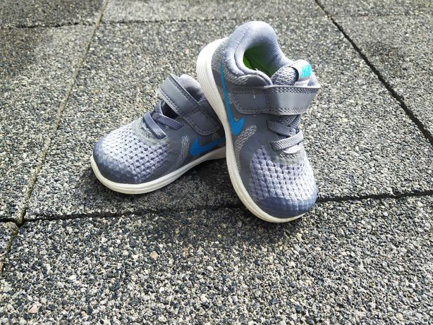 Adidasy dziecięce Nike Revolution 4 r.21, jak NOWE!