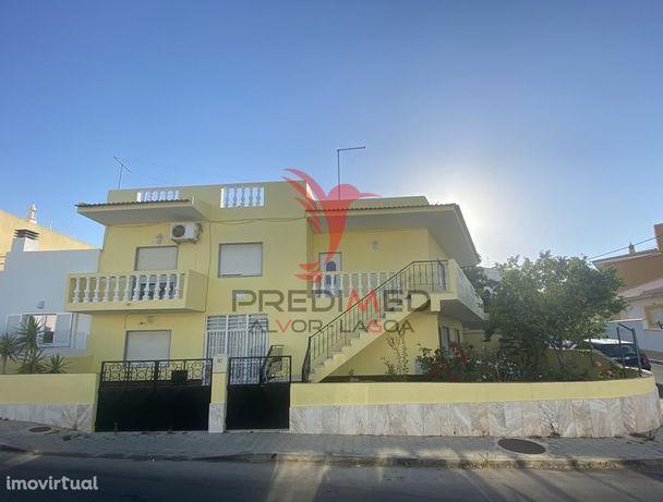 Moradia situada em Pedra Mourinha com R/C e 1º andar independentes