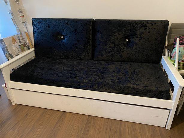 Sofá cama com dois colchões e estrados