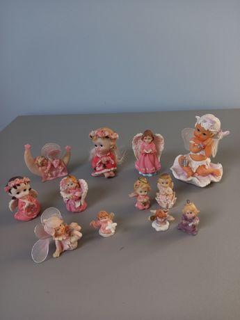 Kolekcja 12 różowych  figurek aniołków.