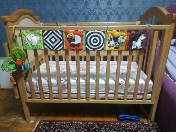Продам кроватку,развивающий коврик,человечки