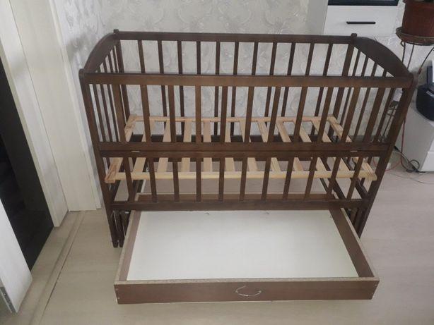 Детская кроватка, кровать с маятником + матрас