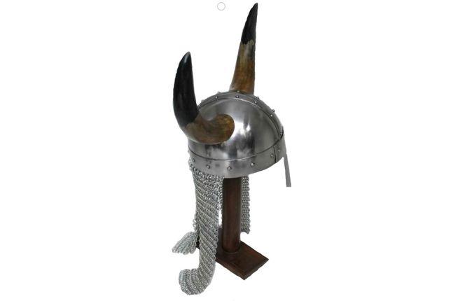Hełm wikingów z prawdziwymi rogami i kolczugą stal