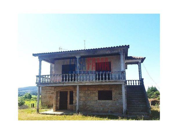 Moradia com 3 casas no Louro - Vila Nova de Famalicão