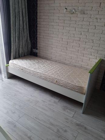 Продаю ліжко з матрасом